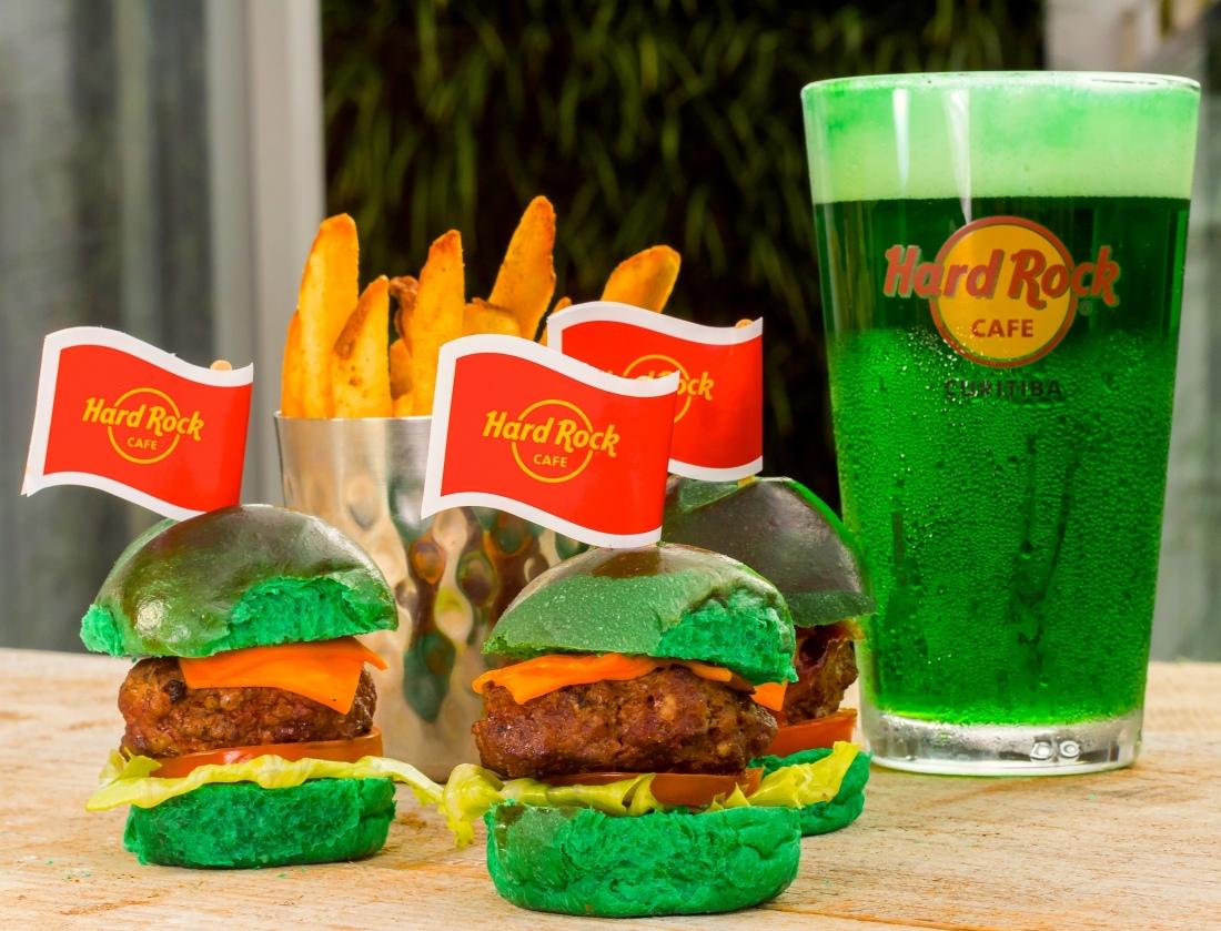 Combo de Mini Burger acompanhado de Chopp Verde _crédito Fabiano Guma.jpg