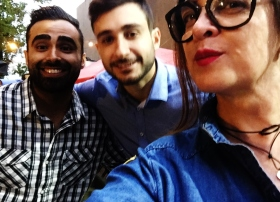 Esta colunista com Rhaman e Mustafa
