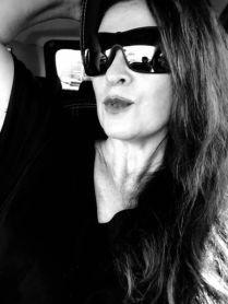 81c06e9aad3b1 Vanessa Malucelli, esta colunista. Vanessa Malucelli, esta colunista. Os  óculos de sol oferecem mais que proteção. Eles são protagonistas dos looks  diurnos ...