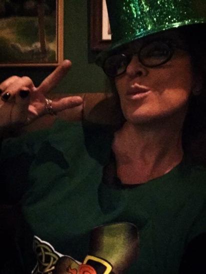 Vanessa Malucelli, vestindo verde no Drakkar Beer Food