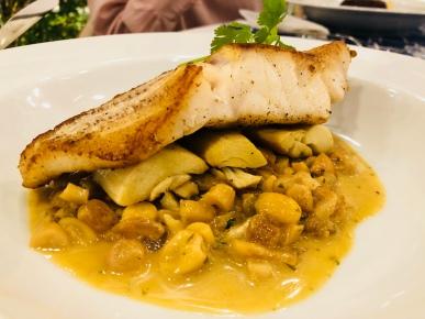 Bel Coelho no Pop-Up — Pescada amarela com pupunha assada e molho de castanha