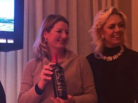 Bueno Wines - Daniele Lopes entre amigos e um bom vinho