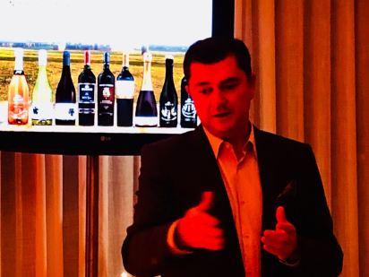 Bueno Wines - Douglas Delamar, Diretor