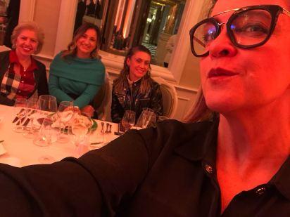 Bueno Wines - Esta colunista em selfie com seleto clube de convidados