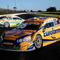 Já pensou em pilotar um carro de corrida em Interlagos?