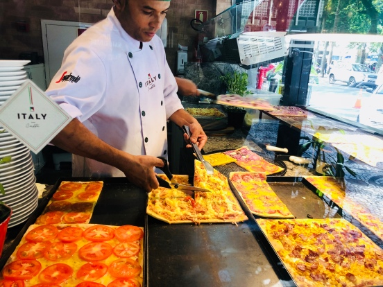 Italy Caffé - Pizza em pedaços, quem não gosta
