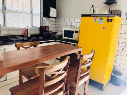LAVORINO Coworking — Cozinha, mesa da 'fofoca nada virtual'