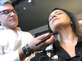 MakeB — Sadi Consati no processo de maquiagem em Vanessa Malucelli