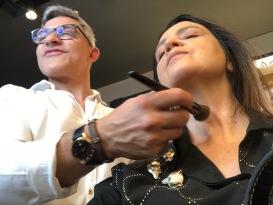 Sadi Consati maquiando Vanessa Malucelli