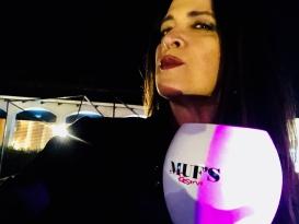 Vanessa Malucelli registrando o apoio da MUF'S na Festa Beneficente em prol do Setor De Queimados do Hospital Evangélico