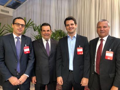 LIDE - Eduardo Pimentel Slaviero, Vice-Prefeito, ladeado por dirigentes