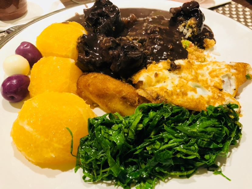 Feijoada Rayon — Lembrete: Laranja e couve para o equilíbrio deste prato apetitoso