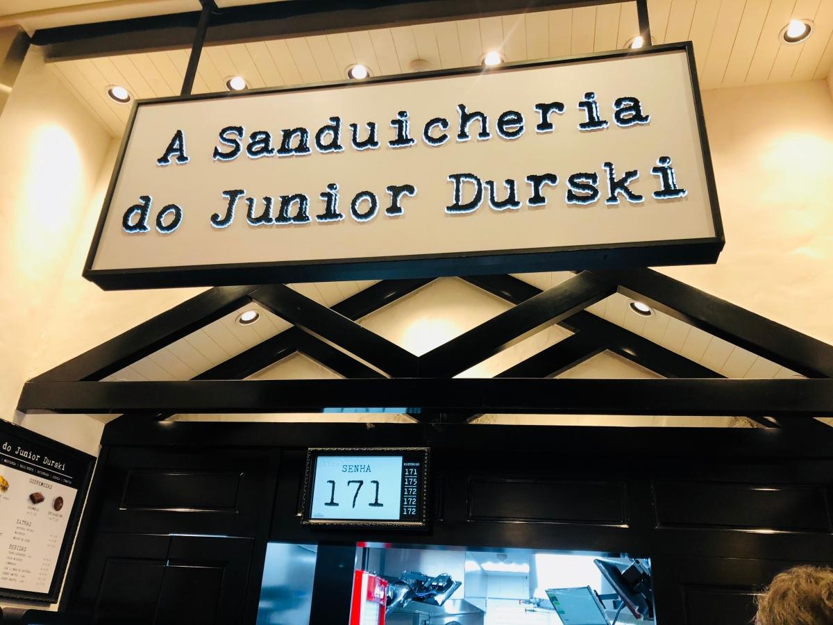 """""""A Sanduicheria do Junior Durski""""Aberta há um mês, """"A Sanduicheria"""" já é sucesso de público"""