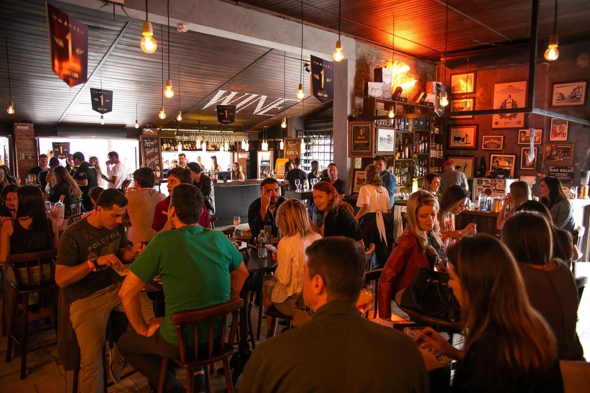 Curitiba terá chope, vinho e Gin Tônica por R$ 10 neste sábado