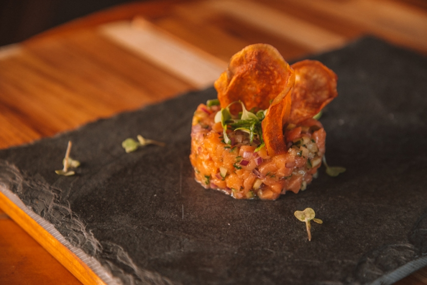 Tartar_de_salmão_+55_Bar_GastroNight_créd._Jennyfer_Almeida