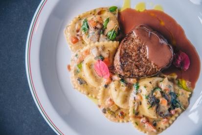 Filetto_com_Ravioli_e_Funghi_GastroNight_+55_Bar_Cantina_do_Délio