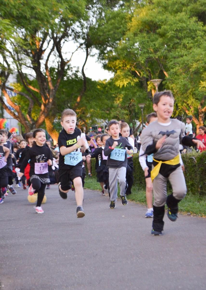 Curitiba recebe em 26/10 a 6ª Halloween Night Run, tradicional corrida da noite das bruxas