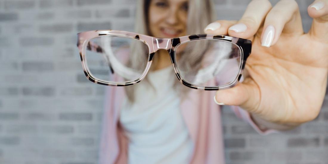 3c512d8af8a34 Especialista dá dicas de maquiagem para quem usa óculos de grau –  Divirta-se! Curitiba