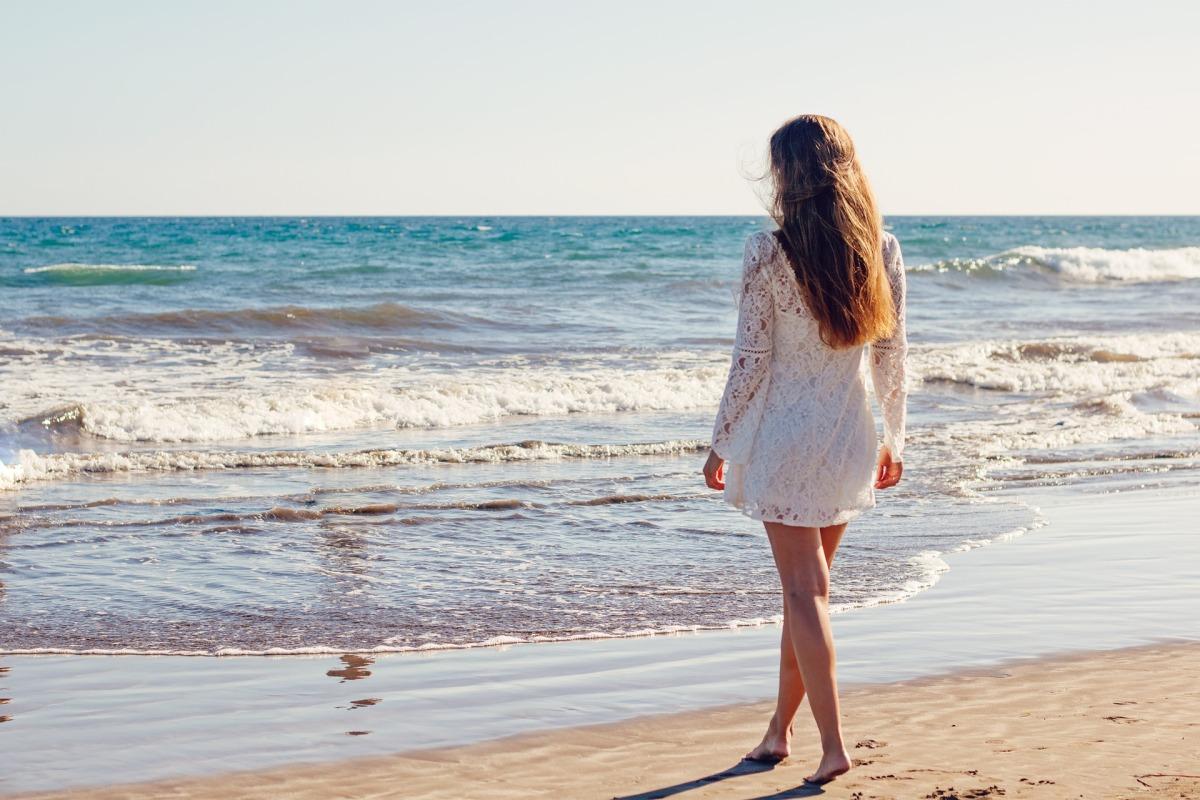 Como manter os cabelos saudáveis no verão gastando pouco?