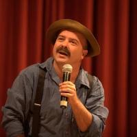 Curitiba recebe neste sábado o divertido Paulinho Mixaria no Teatro Positivo