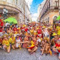 Garibaldis e Sacis: pré-carnaval de Curitiba terá homenagem aos garis da cidade neste domingo
