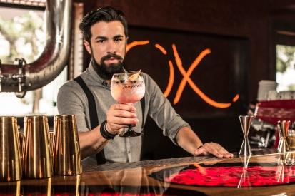 OX Steakhouse - drink elderflower gin e tonic - foto Munir Bucair Filho divulgacao