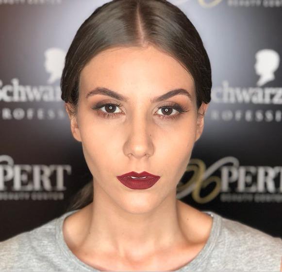 Expert makeup