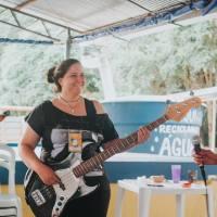 Girls Rock Camp Curitiba oferece oficina de baixo para mulheres adultas