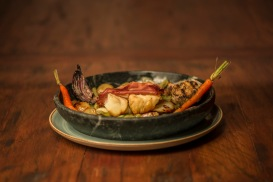 OX Steakhouse - bacalhau com legumes - foto Munir Bucair Filho divulgacao