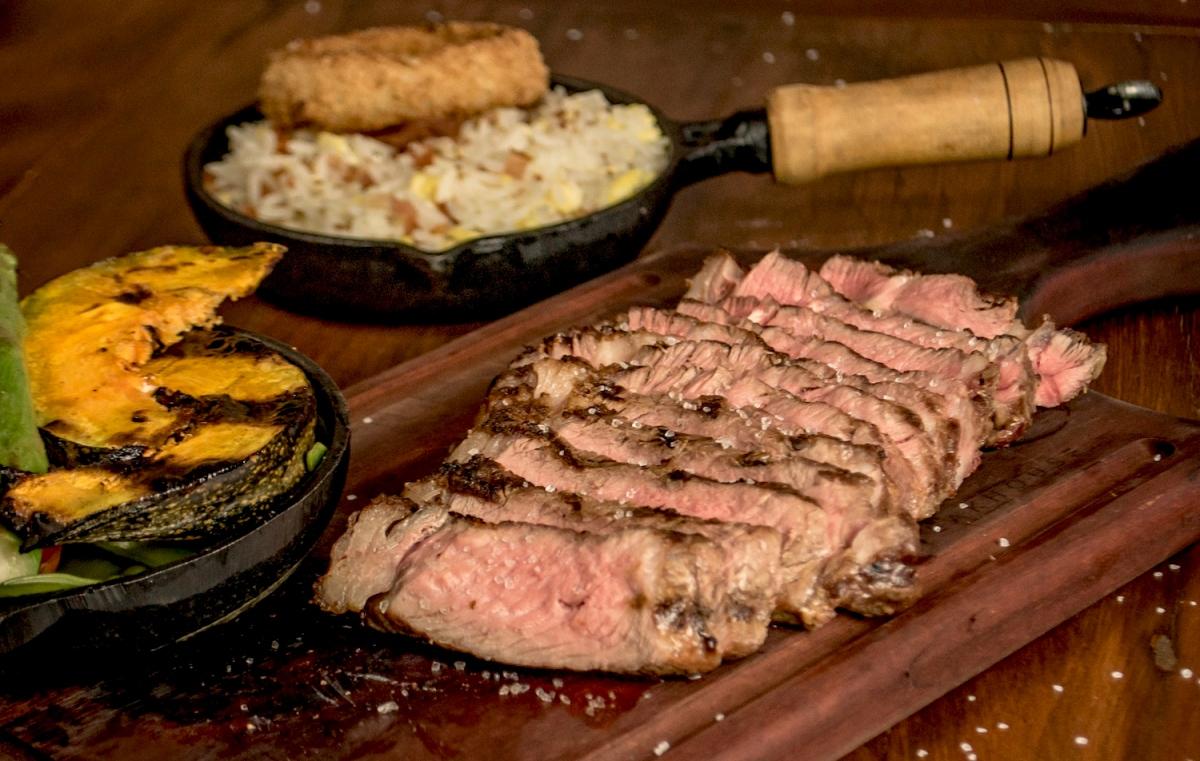 Festival terá 'open' de churrasco e cerveja com 3 toneladas de carne em Curitiba Entre os cortes servidos no BBQ Land, no dia 23, está o Butter Steak com flor de sal maturado por 35 dias