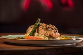 OX Steakhouse - salmao em crosta - foto Munir Bucair Filho divulgacao