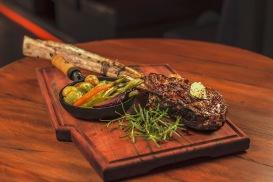 OX Steakhouse - tomahawk - foto Munir Bucair Filho divulgacao