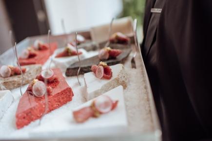 Gastronomia_assinada_por_Eat_Kitchen_servida_na_base_de_Sal_Grosso_Diana_créd._Jennyfer_Almeida