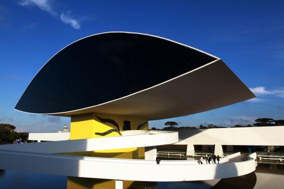 Curitiba é a cidade com maior número de atrativos na lista dos 20 lugares mais bonitos do Brasil elaborada pelo canal americano de televisão CNN. -Na imagem, Museu Oscar Niemeyer. Foto:Cesar Brustolin/SMCS (arquivo)