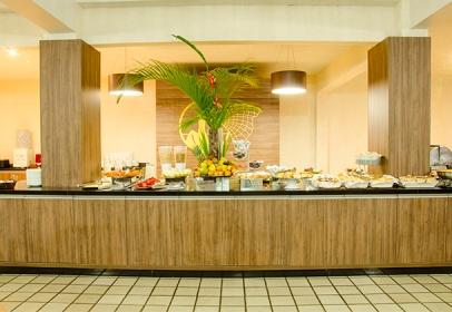 360776_879779_restaurante