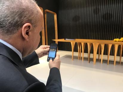 Embaixador_Eduardo_dos_Santos,_Cônsul_do_Brasil_em_Milão_Milán,_em_visita_ao_estande_Uultis