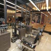 Um jeito masculino de cuidar da beleza: Expert investe em ambientes de barbearia dentro do salão