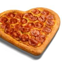 Pizza Hut comemora Dia dos Namorados com pizza no formato de coração