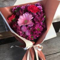 Dia dos avós rima com flores e abraços