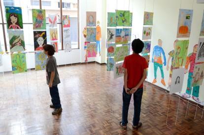 Obras produzidas pelos alunos do Centro Juvenil de Artes Plásticas (CJAP) estão em exposição. A mostra apresenta pinturas, desenhos, esculturas, entre outras técnicas, feitas pelas turmas do segundo semestre de 2013. Curitiba, 25 de março de 2014 Foto: Kraw Penas/Comunicação SEEC Krawpenas@seec.pr.gov.br