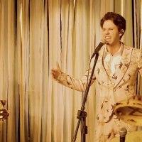 Show resgataTropicália e enaltece a música brasileira