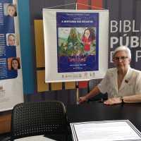 Lançamento da nova obra infantil de Adélia Woellner movimentou Biblioteca Pública