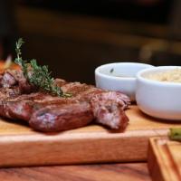 La Vaca Steakhouse homenageia a tradição do assado