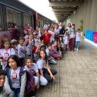 Trem do Natal da Serra Verde Express leva alegria para crianças carentes e adultos especiais com a presença do Papai Noel