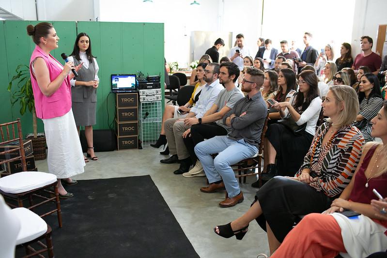 A_presidente_do_LIDE_Paraná_Heloisa_Garrett,_abre_o_evento
