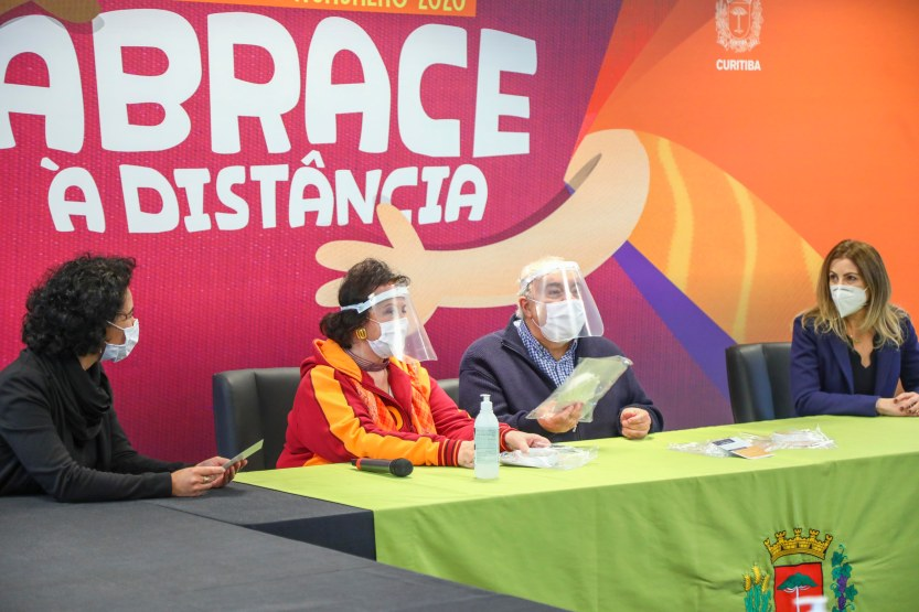 Primeira_Dama_Margarita_Sansone,_Prefeito_Rafael_Greca_e_Valéria_Balasteguim,_VP_de_RH_da_Electrolux_América_Latina_2