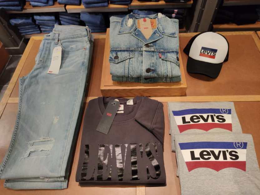 Levis - Shopping Mueller
