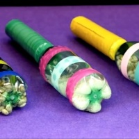 Dicas para transformar resíduo plástico reciclável em brinquedos