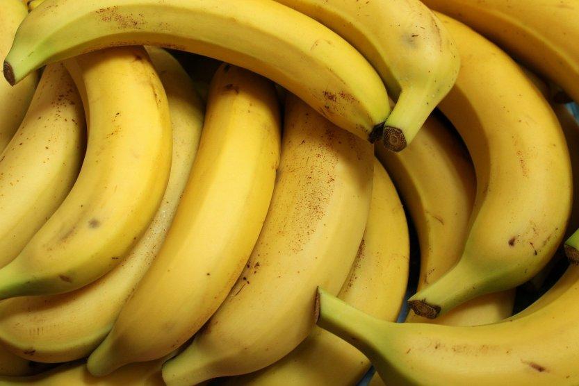 bananas-3700718-1920