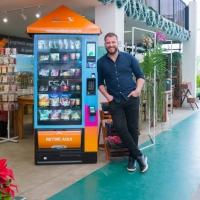 Rede curitibana de petshops lança Vending Machine com produtos para animais